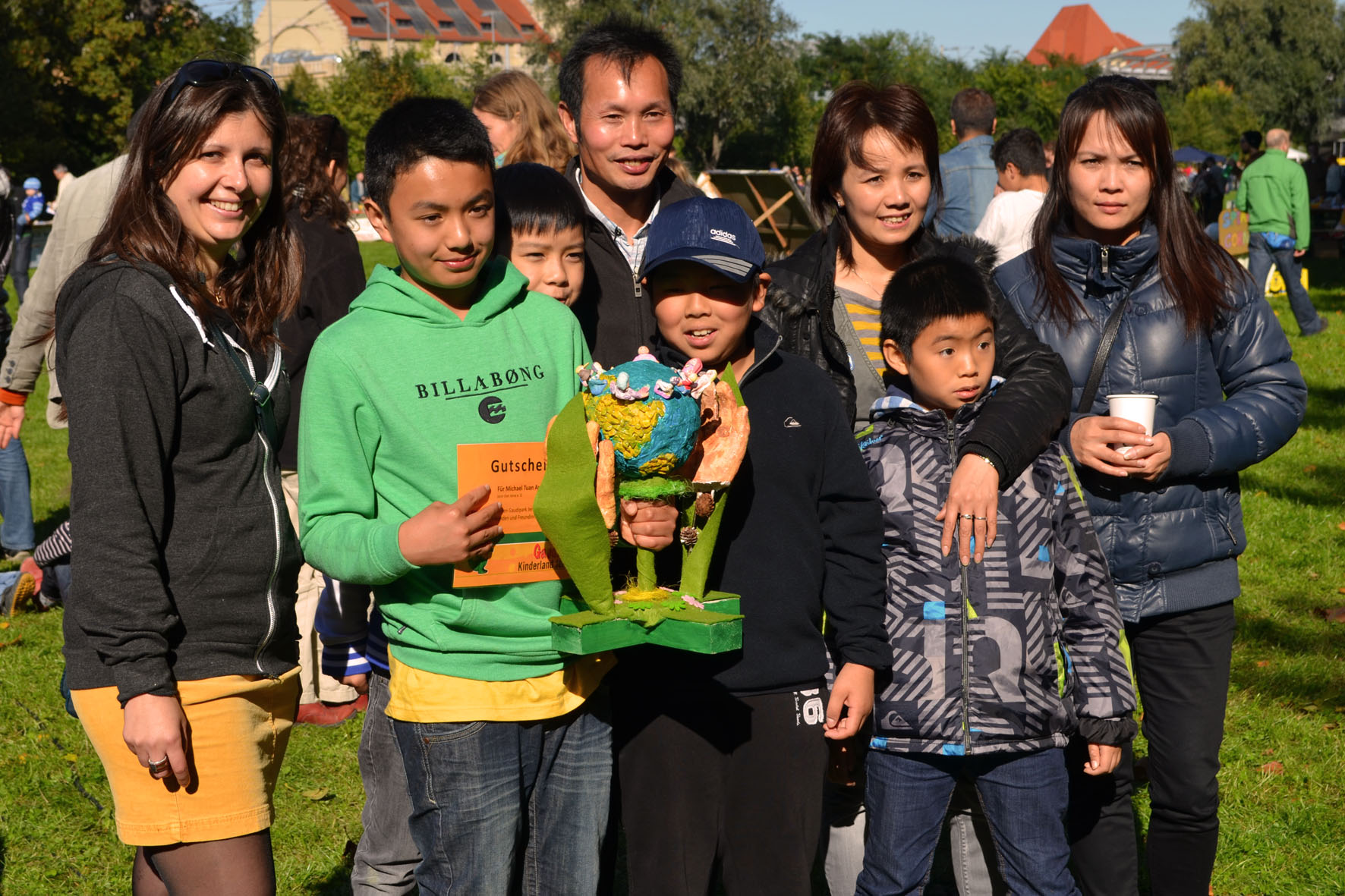 Michael Tuan Anh Vu, der Gewinner des Malwettbewerbes mit dem Wanderpokal